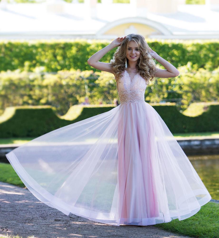 20633416a3f Розовое длинное платье с воздушной юбкой и открытой спиной для выпускного  бала