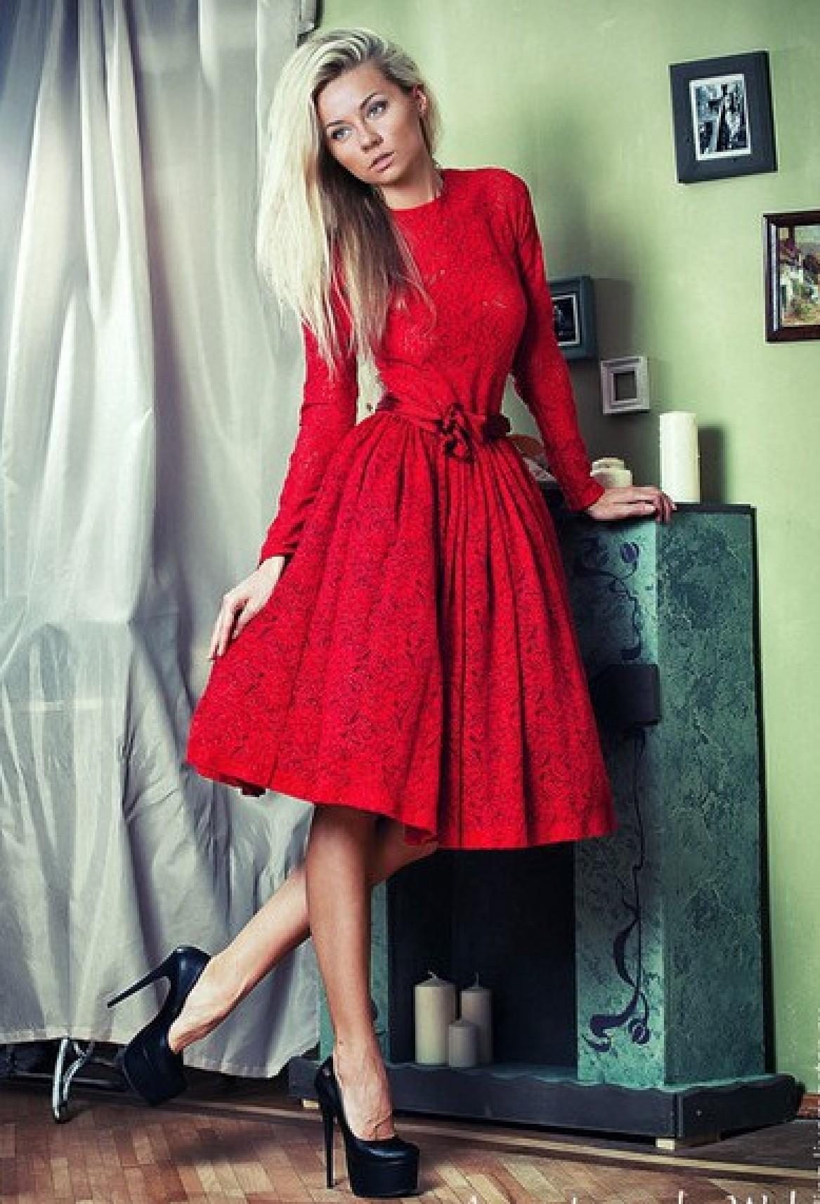fdb20115b42 Купить красное коктейльное кружевное платье с пышной юбкой на выпускной  вечер. Выпускные платья 2019. Интернет магазин выпускных платьев Радэлия