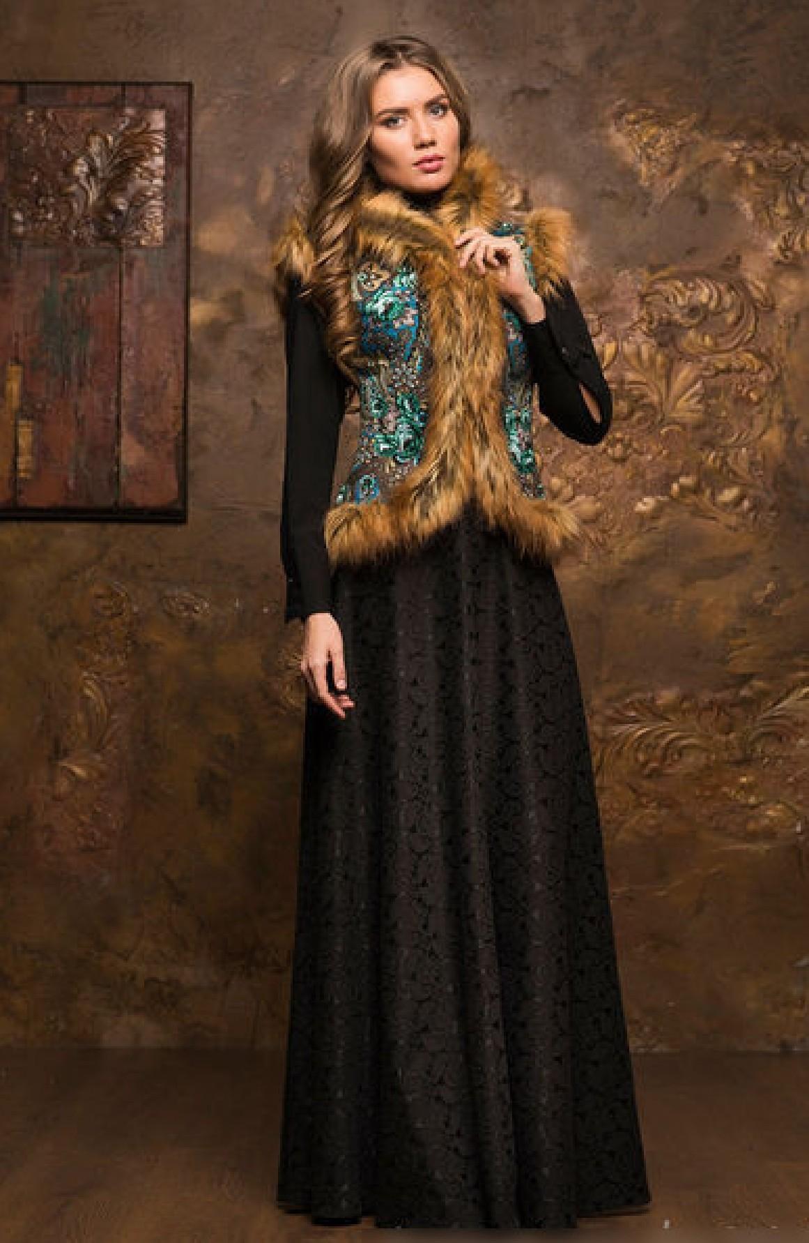 311fcd86f245ea Жилетка в русском стиле из павлопосадских платков и меха. Теплые женские  жилетки в интернет магазине Радэлия.