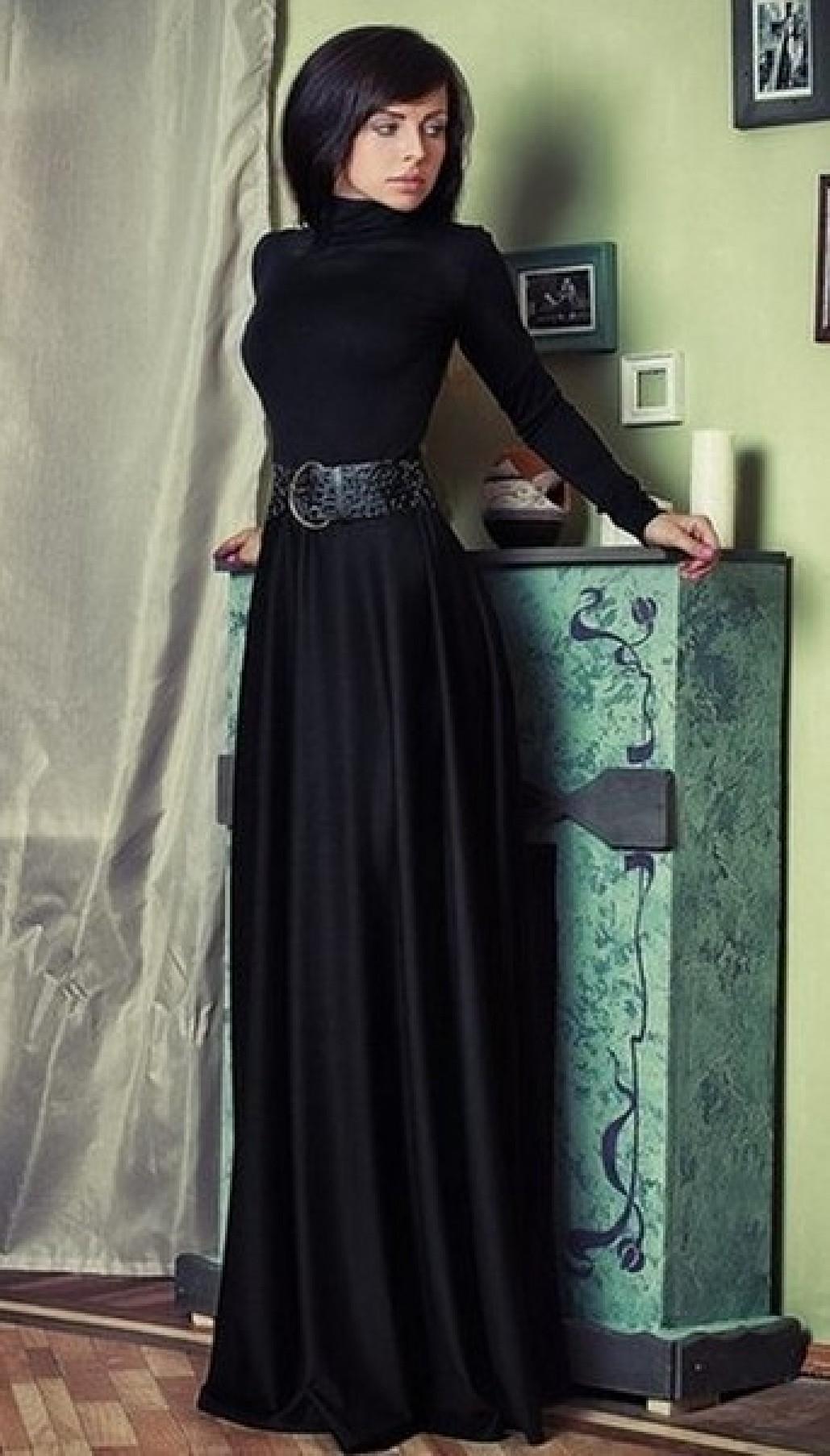 29939446e49 Черное платье в пол из трикотажа с высоким воротничком и длинными рукавами  - Раделия. Магазин женской одежды